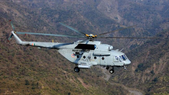 बचाव कार्य के लिए वायुसेना ने तैनात किए तीन हेलिकॉप्टर