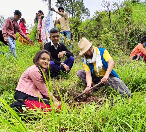 चमोली: राजकीय इंटर कॉलेज गोदली ने वृक्षारोपण कर दिया पर्यावरण बचाने का संदेश