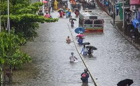 मुंबई में पिछले दो दिनों से भारी बारिश के चलते बाढ़ जैसे हालात, मौसम विभाग ने किया रेड अलर्ट जारीः सीएम ने बुलाई हाई लेवल मीटिंग