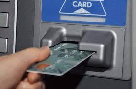 महिला के खाते से उड़ाए पौने तीन लाख रुपये, स्टेटमेंट निकालने में मदद करने के नाम पर बदल दिया था एटीएम कार्ड